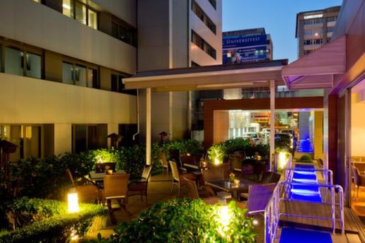 Divan stanbul city hotel 39 den yerli ecek dahil y lba for Divan yilbasi sepetleri