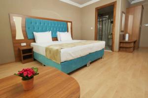Pendik Golden Lounge Hotel'de 1, 2 veya 3 Kişilik Açık Büfe Kahvaltı Dahil Konaklama Keyfi