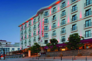 Ramada Encore Istanbul Airport Hotel'de Çift Kişi 1 Gece Konaklama Keyfi