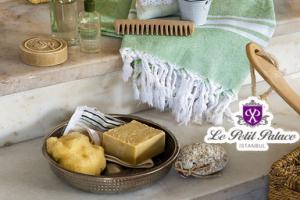 Le Petit Palace ile Zengin İkramlar ve Islak Alan Kullanımı + Gelin Hamamı Eğlencesi