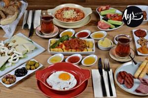 Çankaya Ays Kitchen'ın Şık Ambiyansında Limitsiz Çay Dahil Kişi Başı Serpme Kahvaltı Menüsü