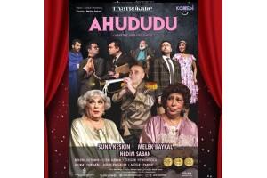 Suna Keskin, Melek Baykal ve Nedim Saban'ın Başrollerini Paylaştığı Efsane Bir Kadronun Sahnelediği 'Ahududu' Tiyatro Oyunu Bileti
