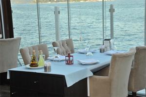 İskele Can Restaurant & Cafe Sarıyer'de Muhteşem Bir Manzara Eşliğinde Enfes Deniz Ürünleri Menüsü