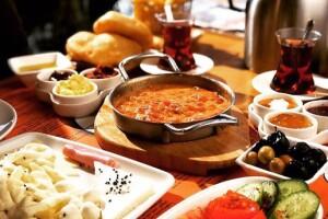 Beşiktaş Dede'de Tadına Doyamayacağınız Serpme Kahvaltı, Brunch & Hamburger Keyfi