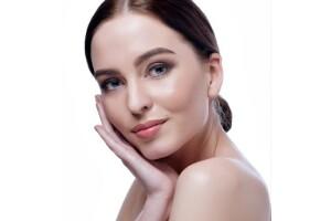 Dermaviva Güzellik'ten Cildinizin Sağlıkla Işıldamasını Sağlayan 10 Seans Özel Bakım Serumu ve Led Maske Uygulaması