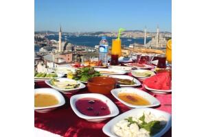 Süleymaniye Şehr-i Saadet Cafe'de Denize Nazır İstanbul Manzaralı Serpme Kahvaltı Keyfi