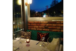 Kuruçeşme Ay Balık & Et Restaurant'ın Şık Atmosferinde Sevdikleriniz ve Sizler İçin Tadına Doyamayacağınız Tatlarla Bezeli Akşam Yemeği