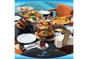 Şile Uçar Royal Hotel'de Havuz Başı Zengin Serpme Kahvaltı Keyfi