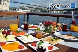 Ortaköy Radisson Blu Bosphorus Hotel'de Boğaza Nazır 250 Çeşit Lezzetten Oluşan Açık Büfe Geç Kahvaltı Keyfi