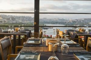 Türkçe Meze Restoran'dan Deniz Manzarası Eşliğinde Lezzet Dolu Fix Menü