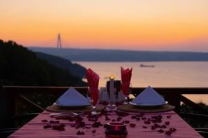 Beykoz Taşlıhan Butik Otel & Restaurant'tan Boğaza Manzarası Eşliğinde Enfes Akşam Yemeği