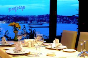 Kanlıca Paysage Restaurant'ta Her Cuma Hayko ve Her Cumartesi Gizem Tuncer Sahnesi ve Limitsiz Yerli İçki Eşliğinde Gala Menüsü