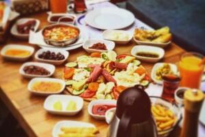 Ein Lounge Cafe'den Nefis Mi Nefis Kişi Başı Serpme Kahvaltı Menüsü
