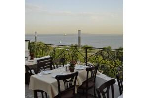 Marbella Cafe'de Muhteşem Deniz Manzarasına Nazır Sınırsız Çay Eşliğinde Serpme Kahvaltı Keyfi