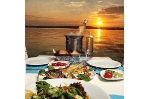 Mastika Balık Restaurant'ta Deniz Manzaralı Akşam Yemeği