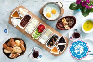 Alaçatı Muhallebicisi Metromall Avm'de Enfes Serpme Kahvaltı Keyfi