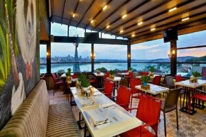 Glamour Lounge Sirkeci'de Boğaz Manzarası Eşliğinde Kahvaltı Seçenekleri