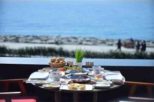 Hayal Kahvesi Florya'da Deniz Manzarası Eşliğinde Hayal Gibi Serpme Kahvaltı
