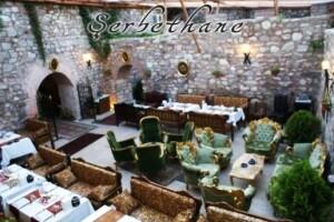 Şerbethane Cafe & Restaurant'tan Sultanahmet Camisi Manzaralı Tarihi Dokuda Canlı Fasıl Eşliğinde Kişi Başı İftar Menüsü