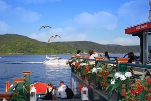 Göze Sarıyer Cafe'de Eşsiz Deniz Manzarası Eşliğinde Tadına Doyulmaz Lezzetlerle Dolu İftar Menüsü