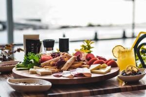 Üsküdar Benelux Restaurant'ta Denize Nazır Enfes İftar & Sahur Menüleri