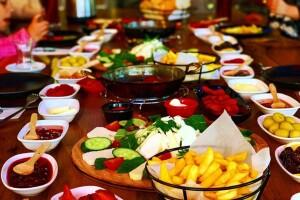 Cafe Brown'da Zengin İçerikli Çift Kişilik Serpme Kahvaltı Menüsü