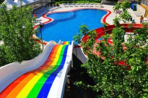 Ümitköy Aqua Apple Garden'da Yazın Tadını Çıkarmak İçin Havuz Giriş Bileti