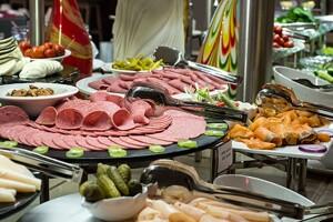 Clarion Hotel Golden Horn Menbat Cafe'de Babalar Günü Dahil Olmak Üzere Her Pazar Açık Büfe Kahvaltı Keyfi