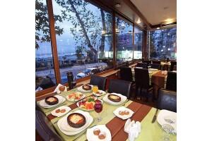 Moda Spor Kulübü Restaurant'ta Her Cumartesi Çağdaş ve Alex Sahnesi İle Eğlence Eşliğinde Akşam Yemeği