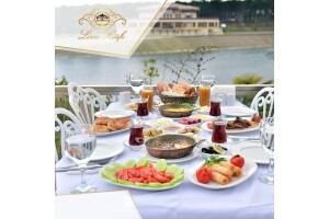 Liva Köşk'te Nefis Serpme Kahvaltı Keyfi