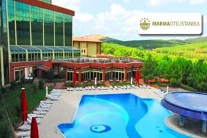 Maltepe Marma Otel'de Ormanın İçinde Havuz Girişi