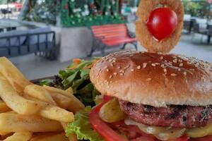 Esenyurt İcone Cafe'de Enfes Burger Menü