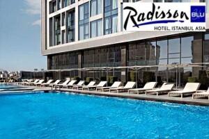 Ataşehir Radisson Blu Hotel İstanbul Asia'da Sıcak Havadan Bunalanlar İçin Havuz Keyfi