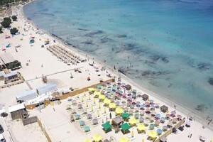 Tai Beach Çeşme'de Sezon Boyunca Köpüklü İçecek ve Seçili Menüler Dahil Giriş Biletleri