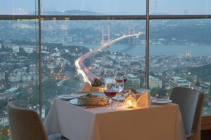 Mercure İstanbul The Plaza Bosphorus Hotel'de Boğaz Manzaralı Enfes Akşam Yemeği