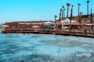 Alaçatı KafePi Beach Club'ta Yazı Doyasıya Yaşayacağınız Bir Gün İçin Plaj Girişi