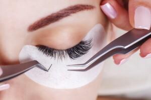 Nur Şahin Beauty Center'da Dermapen, Kirpik, Kalıcı Makyaj Uygulamaları