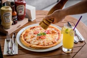 Cvk Hotel Taksim İçindeki Hezarfen Taksim Restorant'ta Lezzetine Doyamayacağınız Pizza Menü ve Alkollü veya Alkolsüz İçecek İkramı