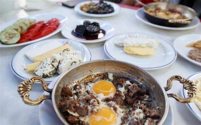 Samatya Van Kahvaltı Salonu'ndan 2 Kişilik 15 Çeşit Organik & Yöresel Serpme Van Kahvaltısı