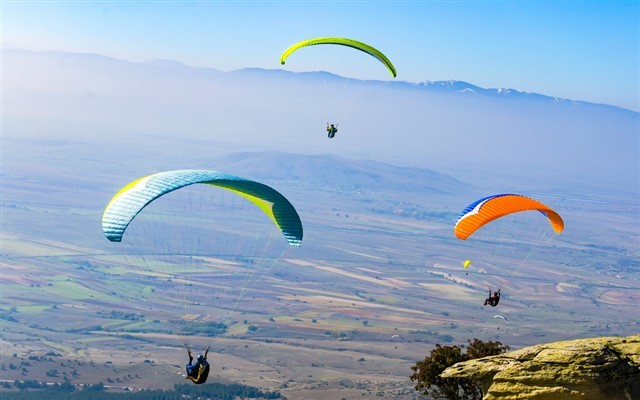 625 Metre Yüksekliğindeki Tepeden Yamaç Paraşütü İle Uçuş Keyfi ve Öğle Yemeği