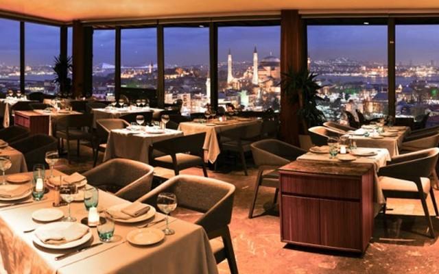 Sultanahmet Fine Dine İstanbul'un Eşsiz Manzarası ve Kaliteli Ambiyansı Eşliğinde Akşam Yemeği Menüsü