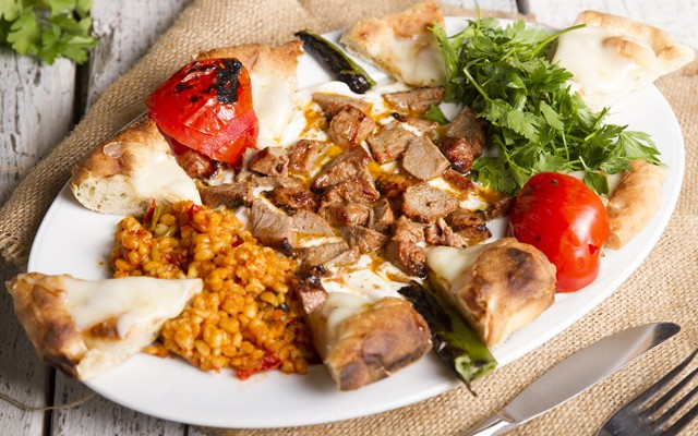Küçükyalı Çello Restaurant'ta Yaza Özel Teras Kat, Balkon ve Yarı Açık Alanda Adalar Manzarasına Nazır Akşam Yemeği