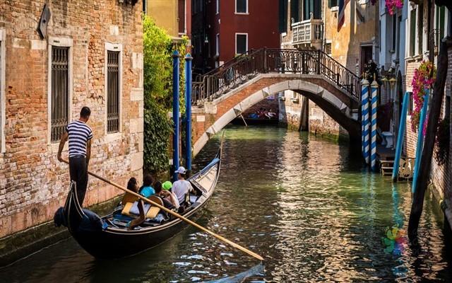 Atlas Hava Yolları Ulaşımlı Sonbahar Döneminde 8 Günlük Maxi İtalya Turu