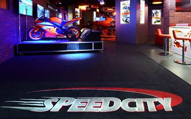 Hilton İstanbul Kozyatağı Speedcity'de Simülatör Kullanımı
