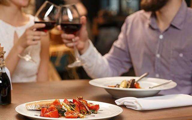 Hilton İstanbul Kozyatağı Atirum Lounge&Bar'da Menü Seçenekli Akşam Yemeği