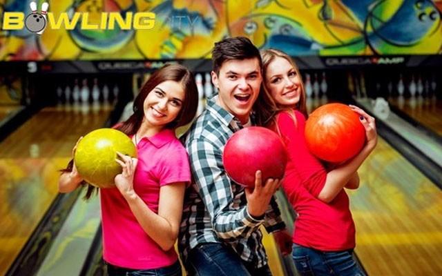 Starcity Bowling Salonu'nda 2 ya da 4 Kişilik, 1 Lt Soğuk İçecek Dahil Bowling Oyunu
