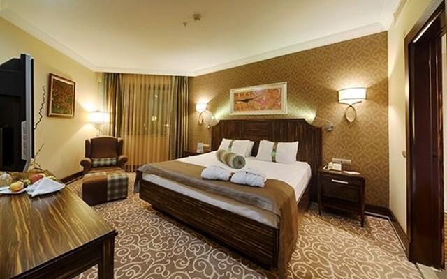 Holiday Inn Bursa'da 2 Kişi 1 Gece Kahvaltı Dahil Konaklama + Spa Kullanımı