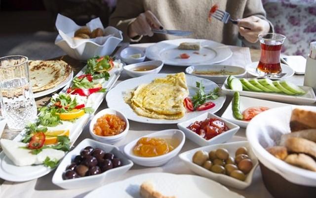 Nehir Park Polonezköy'den Doğayla İç İçe Zengin Serpme Kahvaltı Menüsü