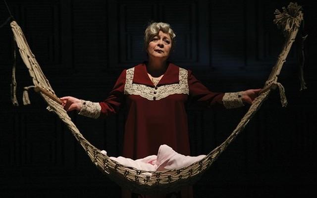 Zülfü Livaneli'nin Romanından Uyarlanan Ünlü Oyuncuların Sahnelendirdiği 'Leyla'nın Evi' Adlı Tiyatro Oyunu