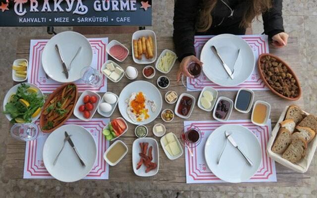 Trakya Gurme'den Leziz Mi Leziz Sınırsız Çay Eşliğinde Kişi Başı Serpme Kahvaltı Menüsü